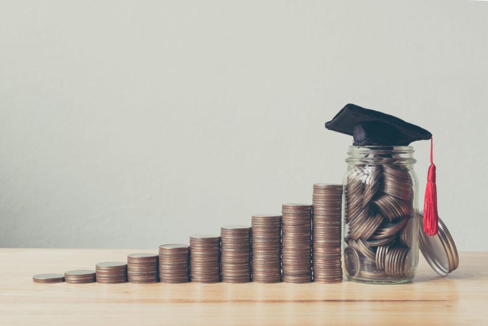 学費で通信大学を選ぶ 通信大学によって大きく異なる